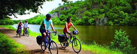 La velodyssee, le site de l'Ile aux pies sur la riviere de l'Oust, Classe Grand Site Naturel Vue sur l'Oust.