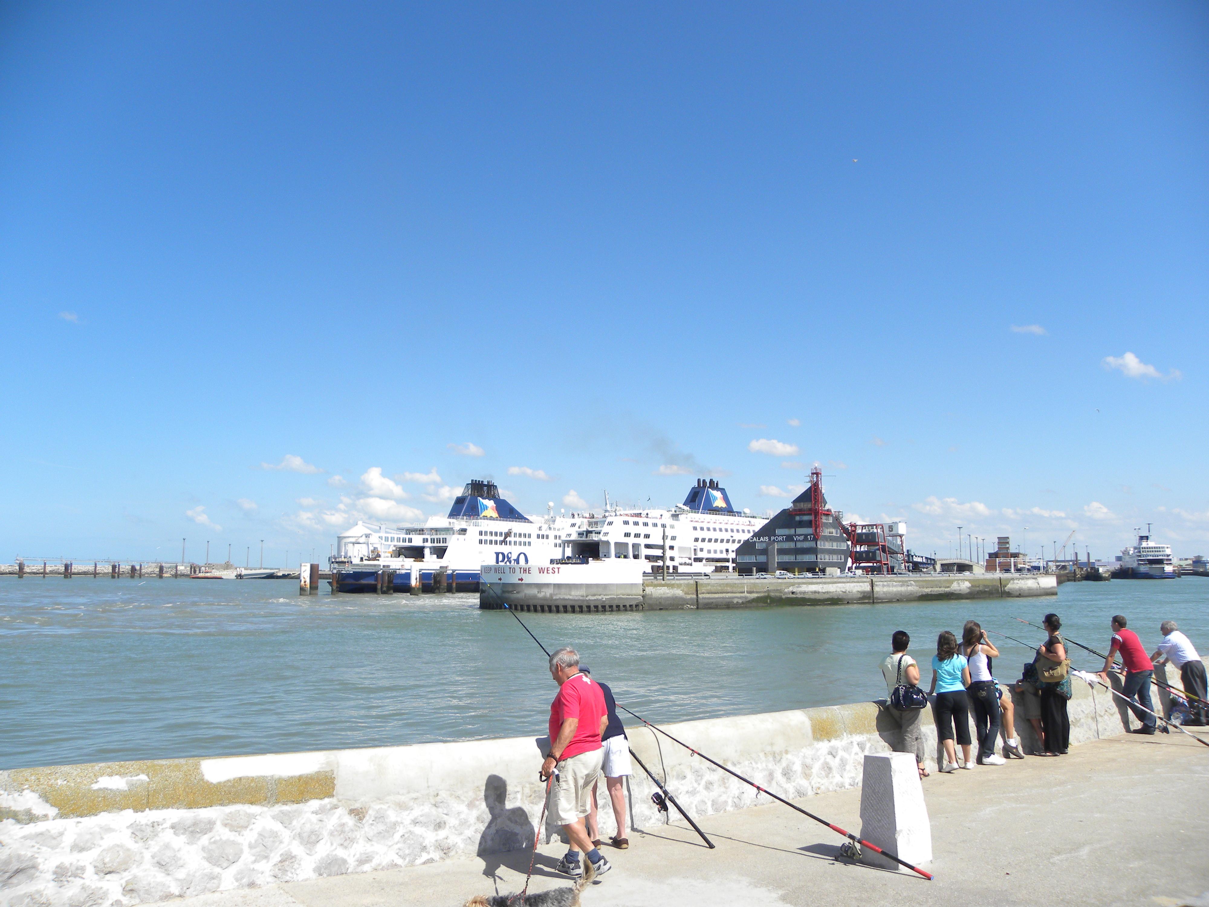 Entrée du port de Calais - Credit photo Office de tourisme Calais Côte d'Opale