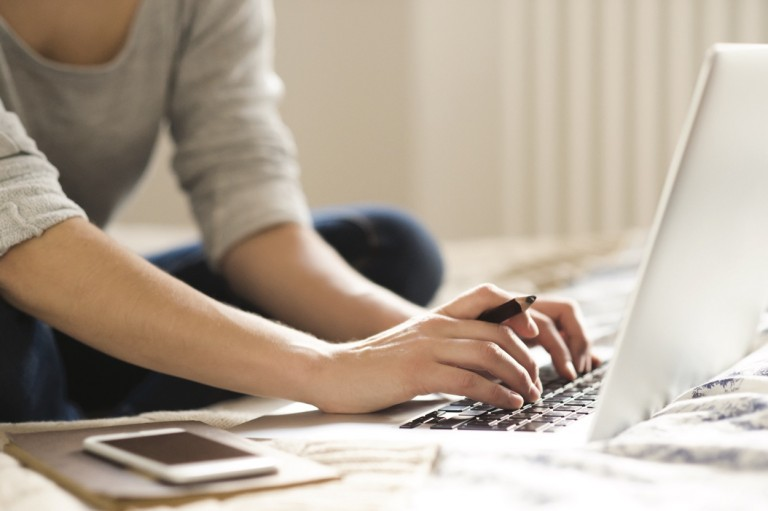 woman-sitting-working
